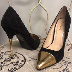 Shoe dazzle black & gold stilettos